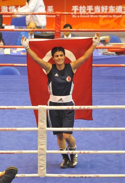 Türk boksörlerden altın madalya