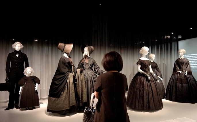 Yas kıyafetleri sergisi açıldı