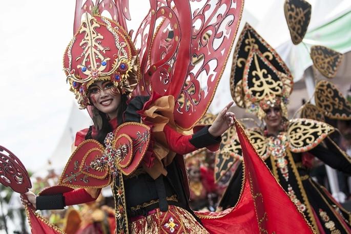 Endonezya'da sokaklar renklendi