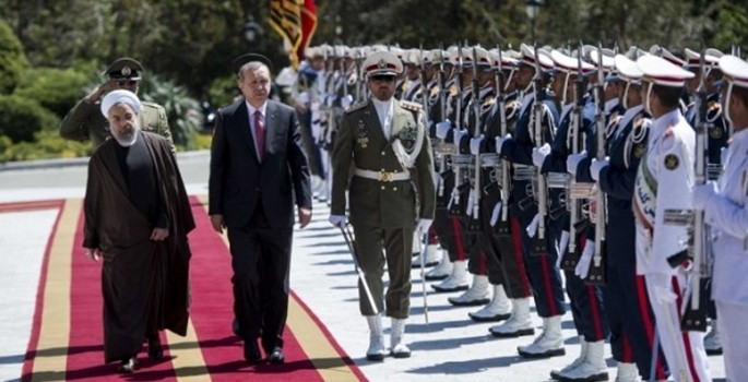 Cumhurbaşkanı Erdoğan İran'da törenle karşılandı