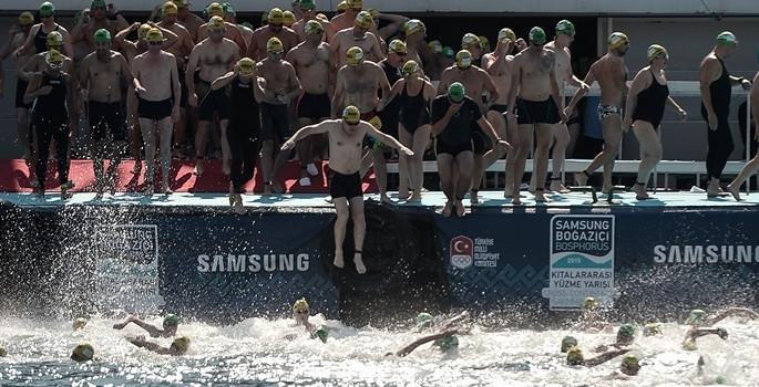 Boğazı yüzerek geçtiler
