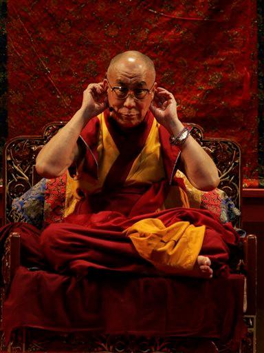 Dalai Lama, 17 bin Budist'le birlikte dua etti