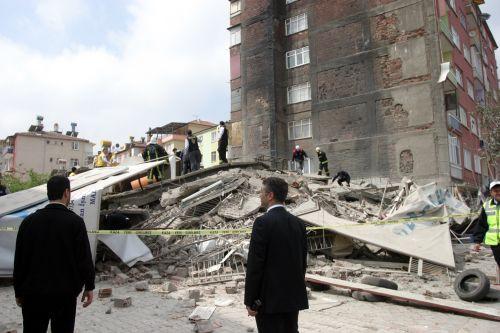 Malatya'da 7 katlı bina çöktü