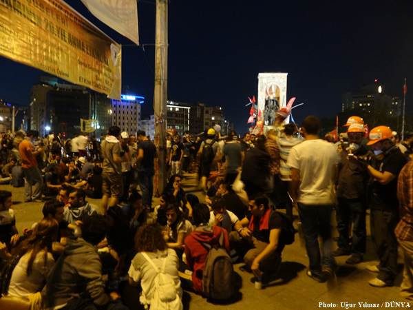 Taksim'de barış Dolmabahçe'de savaş