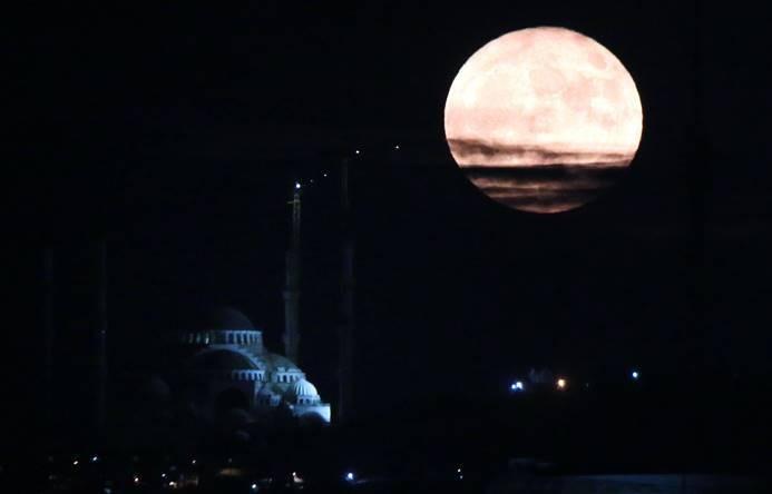 'Süper Ay' büyüledi