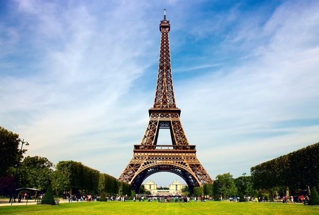 Eyfel Kulesi'nin basamakları 2,2 milyona satıldı