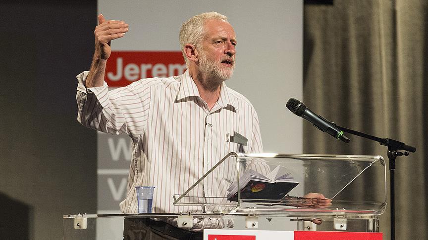 İşçi Partisi lideri Corbyn koltuğunu korudu