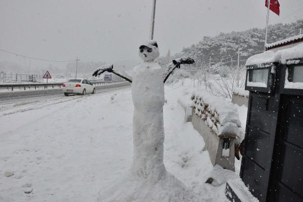 İzmir Doğal Yaşam Parkı'nda kar şaşkınlığı