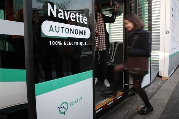 Paris'te sürücüsüz otobüsler trafiğe çıktı