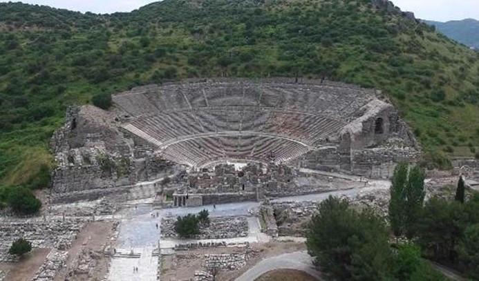 Efes Antik Kenti denizle buluşuyor