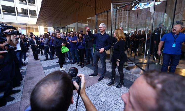 Apple'dan çatısı 'MacBook' şeklinde mağaza