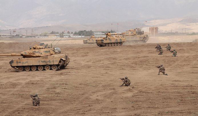 Türk askeri Habur'u geçti