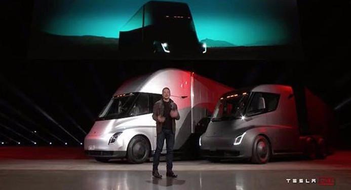Tesla'dan elektrikli TIR ve yeni spor araba