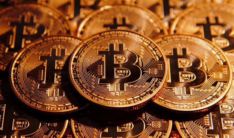 Bitcoin ilk kez 7 bin doları aştı