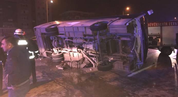 Bursa'da işçileri taşıyan midibüs devrildi: 4 ölü 11 yaralı