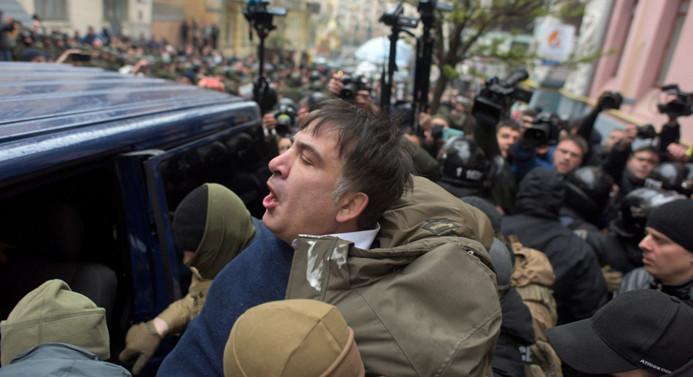Gözaltına alınan Saakaşvili, taraftarları tarafından 'kurtarıldı'