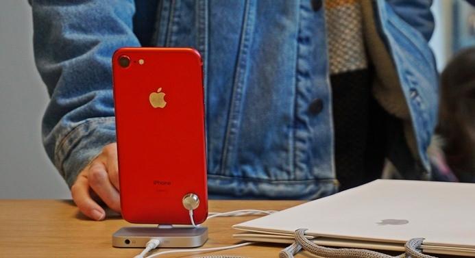 iPhone 7 ve iPhone 7 Plus'ın Red serisi satışa sunuldu