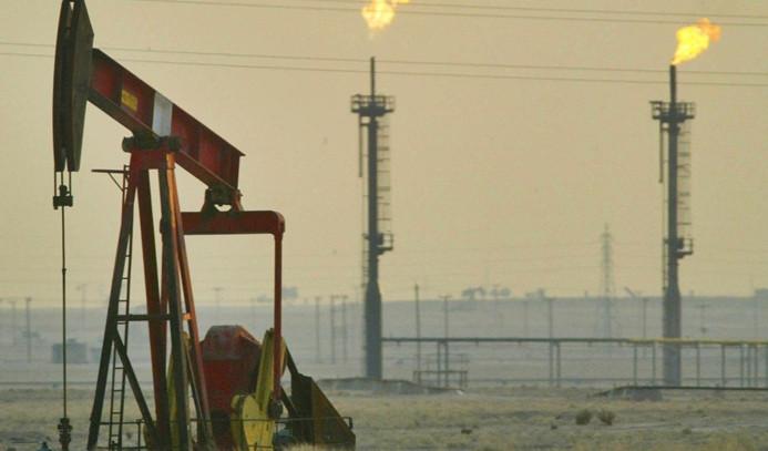 OPEC, kısıntının sürmesi için anlaştı