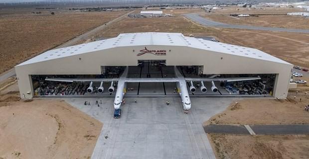 Dünyanın en büyük uçağı göründü