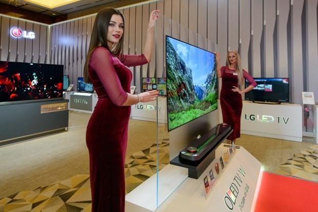 LG'den 100 bin TL'ye kağıt gibi televizyon