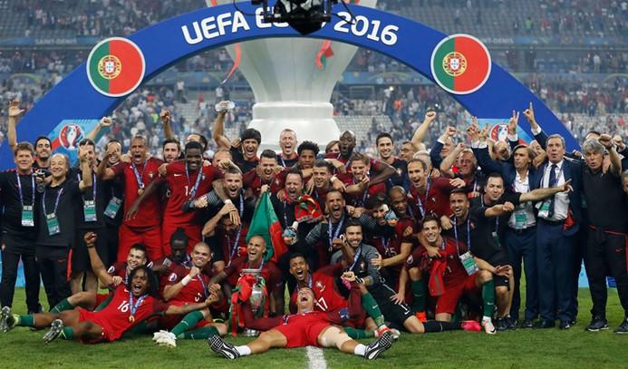Portekiz'de üç bakan maça gittikleri için istifa etti