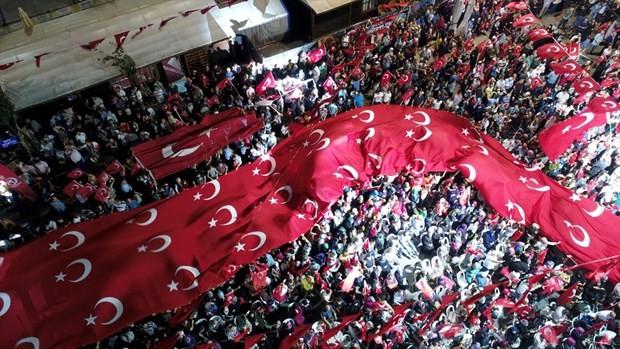 İstanbul'da demokrasi nöbeti
