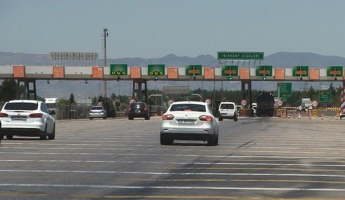 Hız sınırı gelince, sürücüler ceza yememek için bekliyor