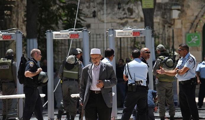 İsrail basını: Metal arama dedektörleri kaldırılacak