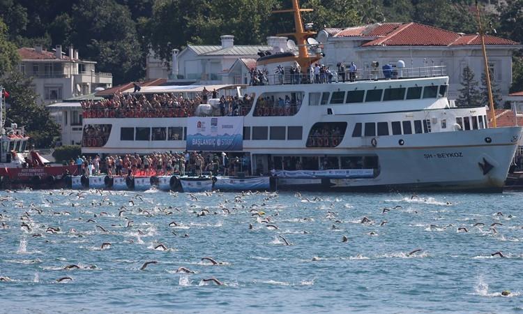 İstanbul Boğazı'nda yüzme şöleni