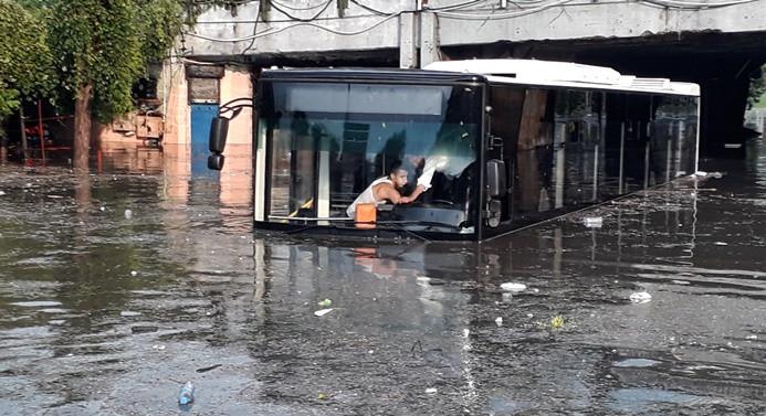İstanbul'u sağanak ve dolu vurdu