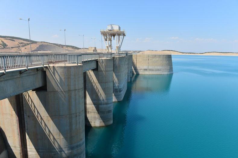 Atatürk Barajı Güneydoğu'nun ovalarını bereketlendirecek