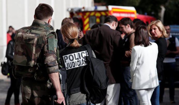 Paris'te askerlere araçlı saldırı: 6 yaralı