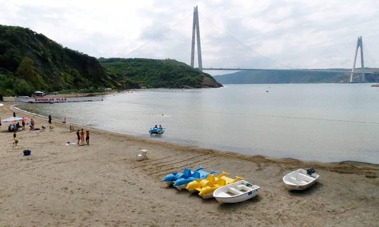 İstanbul'da kalanlar şehir plajlarına ilgi gösteriyor