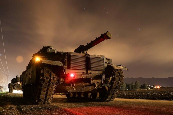 Tanklar sınırı geçti, ÖSO karadan operasyona başladı