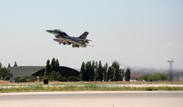 Yarım saatte 12 savaş uçağı havalandı