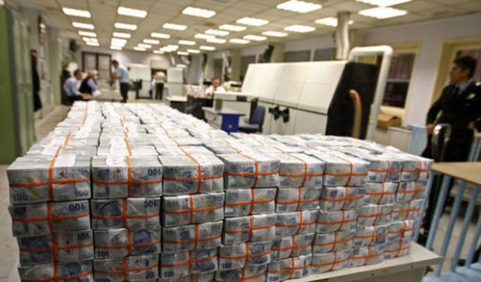 Hazine, 2 ihalede 3.7 milyar borçlandı
