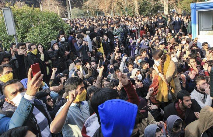 İran'daki gösterilerde 2 öğrenci hayatını kaybetti
