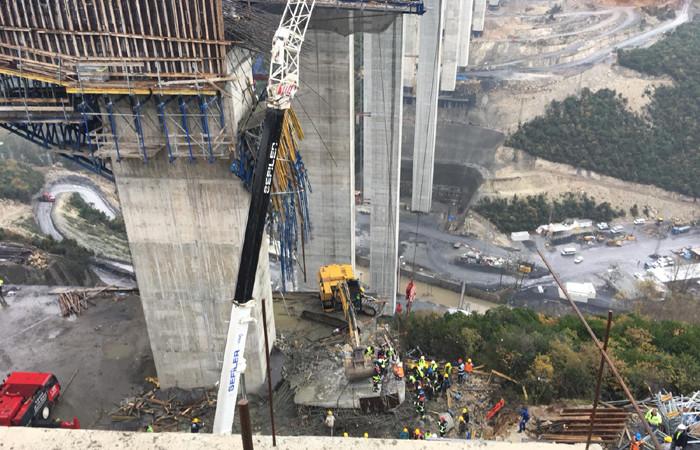 Viyadük çalışmaları sırasında beton blok düştü