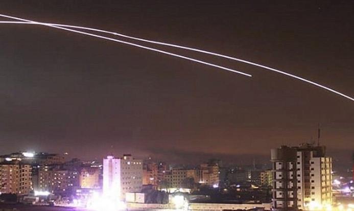 İsrail saldırısı 2 yolcu uçağını tehlikeye attı