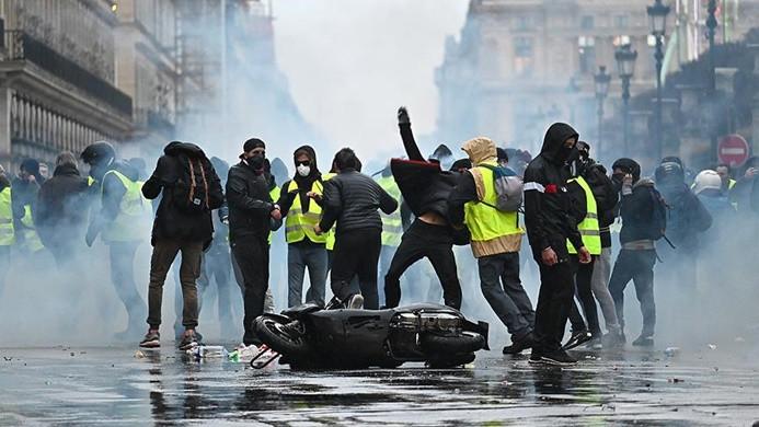 Sarı yeleklilerin Fransa'daki eylemleri devam ediyor