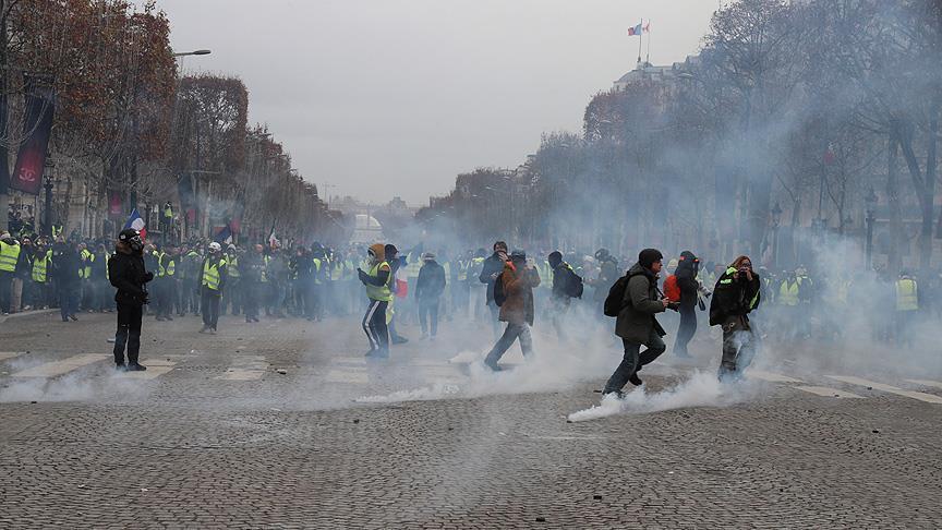 Fransa'da 'sarı yelekliler'e biber gazıyla müdahale