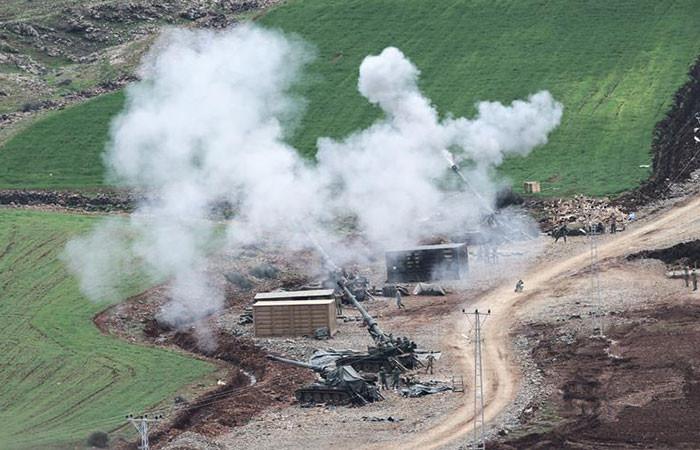 Fırtına obüsleri Darmık Dağı'nı bombalıyor