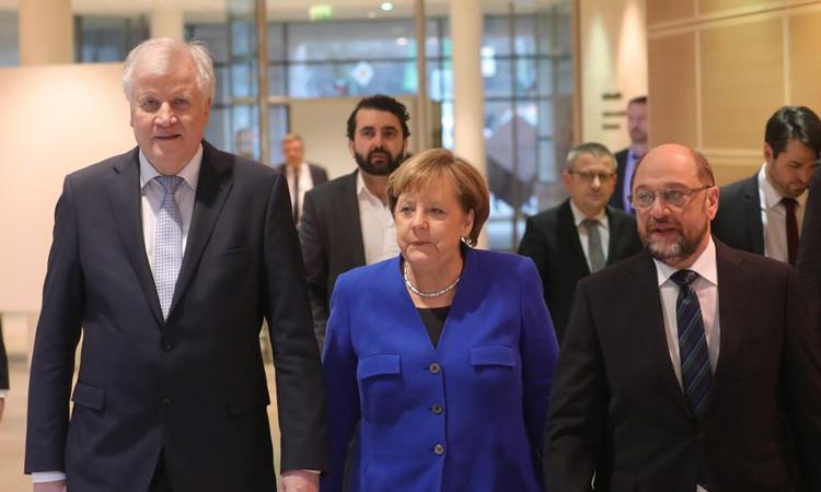 """Almanya'da """"büyük koalisyon"""" için anlaşma sağlandı"""