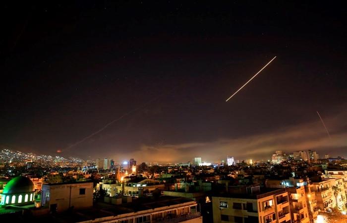 Suriye'ya yapılan füze saldırısından ilk fotoğraflar