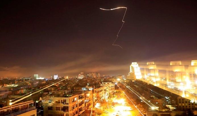 Suriye'ye yapılan füze saldırısından ilk fotoğraflar