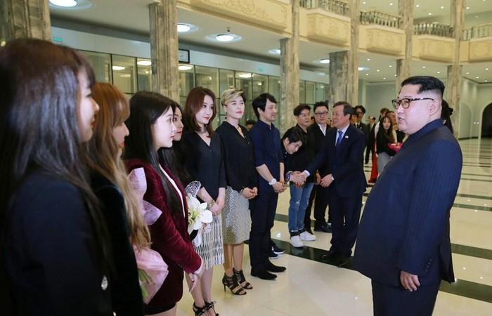 Güney Koreli şarkıcılar, Kuzey Kore'de sahne aldı