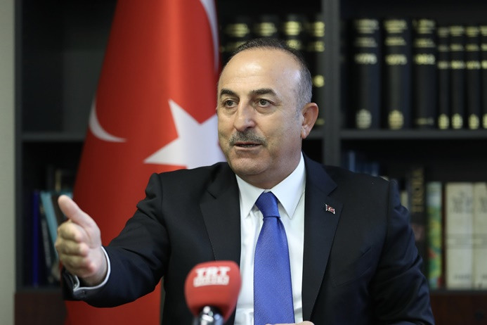 Çavuşoğlu: Yol haritası uygulanırsa, YPG Menbiç'ten çekilecek