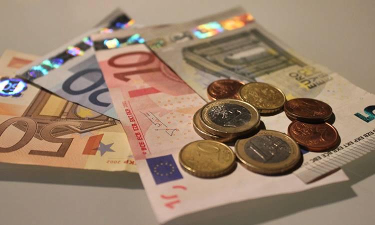 Euro 5 lirayı, dolar 4,07'yi geçti