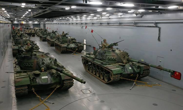 Milli tank çıkarma gemisi kapılarını basına açtı