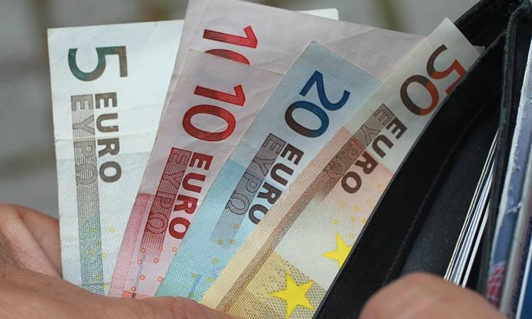 Euro rekor kırdı, dolar yükselişte